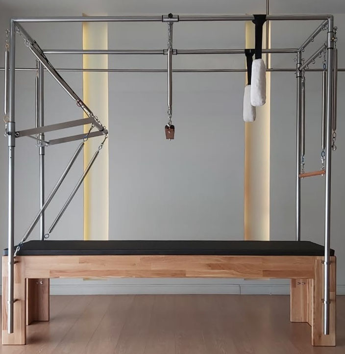 INFINITY Trapeze Table Cadillac 2